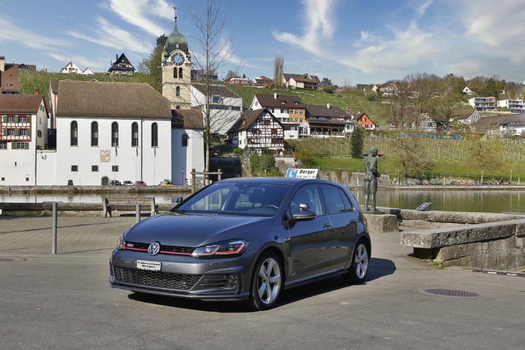 Sicher, sportlich und angenehm zu fahren - unser Fahrschulfahrzeug mit Schaltgetriebe (VW Golf 7 GTI)